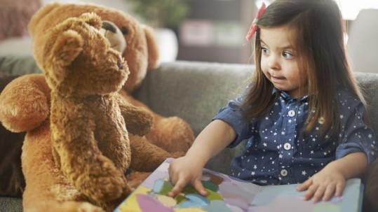 czytanie-ksiazek-dziecku-dziecko-czyta-ksiazki-BIG-60296